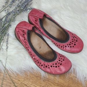 """Taos """"Untold"""" red Leather Ballet Flats 5.5"""